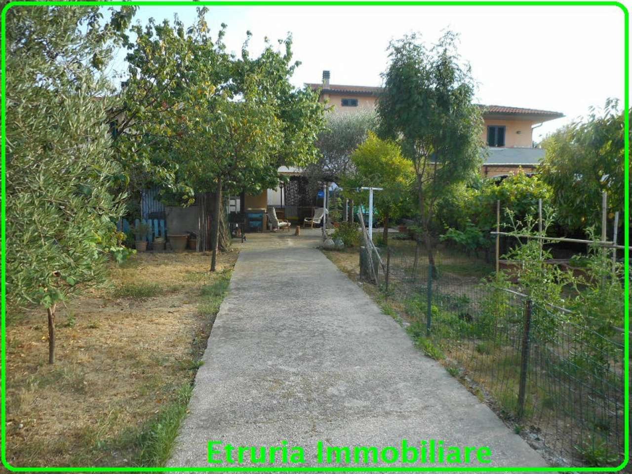 Palazzo / Stabile in vendita a Agliana, 8 locali, prezzo € 380.000 | CambioCasa.it