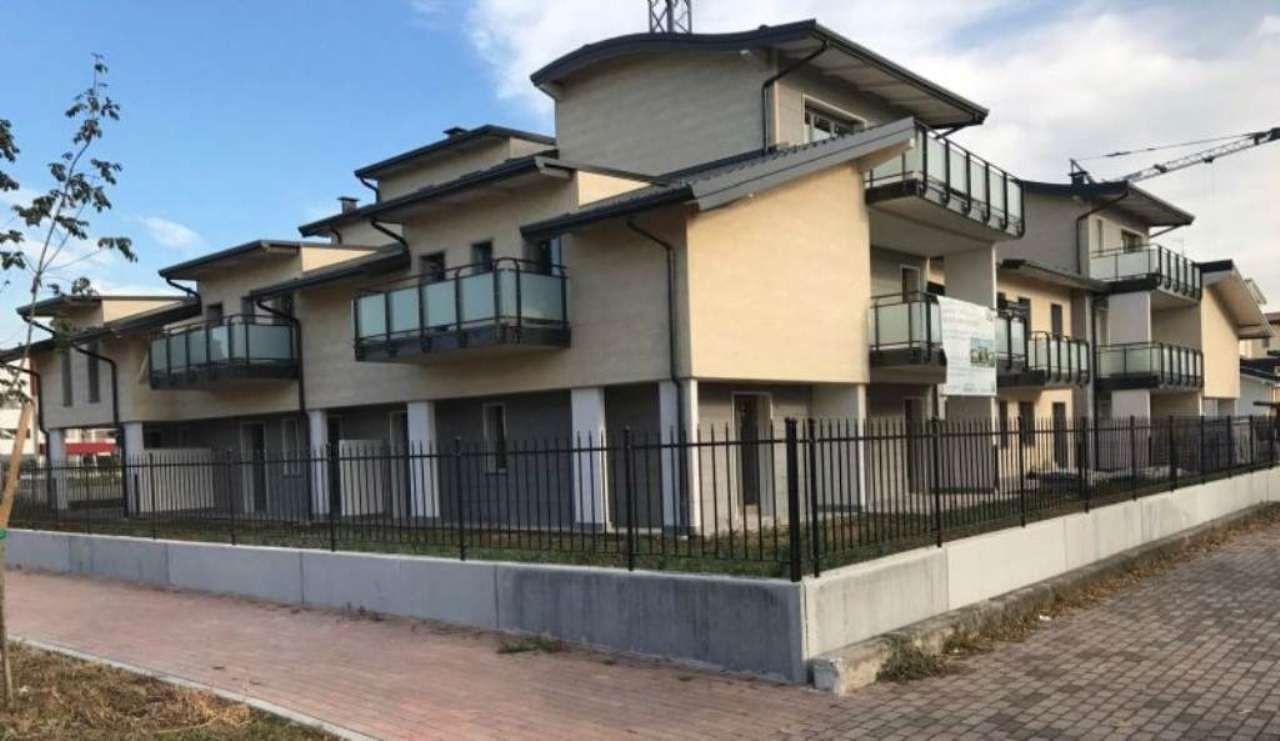 Appartamento in vendita a Origgio, 3 locali, prezzo € 187.500 | Cambio Casa.it
