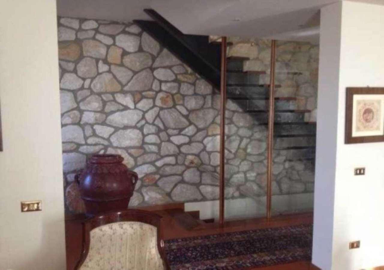 Villa in vendita a Montemurlo, 6 locali, Trattative riservate | Cambio Casa.it