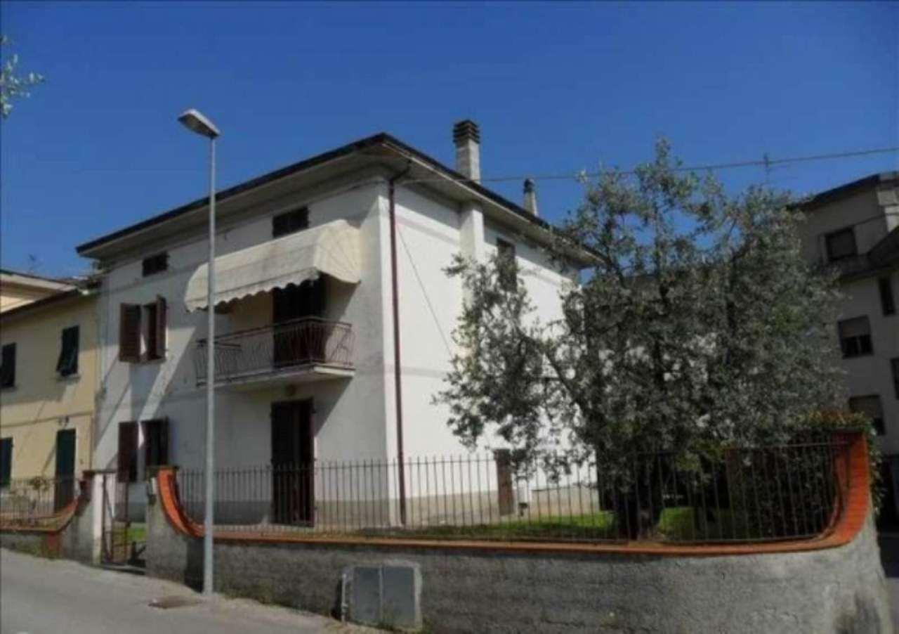Soluzione Indipendente in vendita a Quarrata, 6 locali, prezzo € 295.000 | Cambio Casa.it