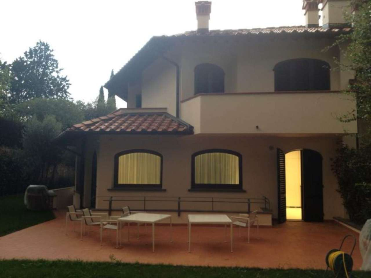 Villa in vendita a Prato, 15 locali, Trattative riservate | CambioCasa.it