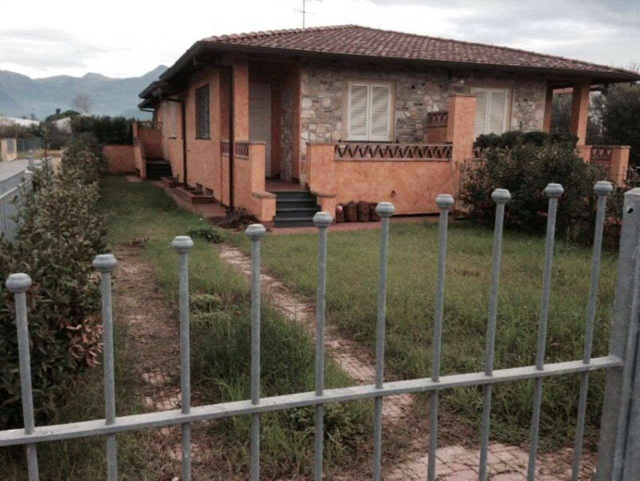 Palazzo / Stabile in vendita a Camaiore, 5 locali, Trattative riservate | Cambio Casa.it