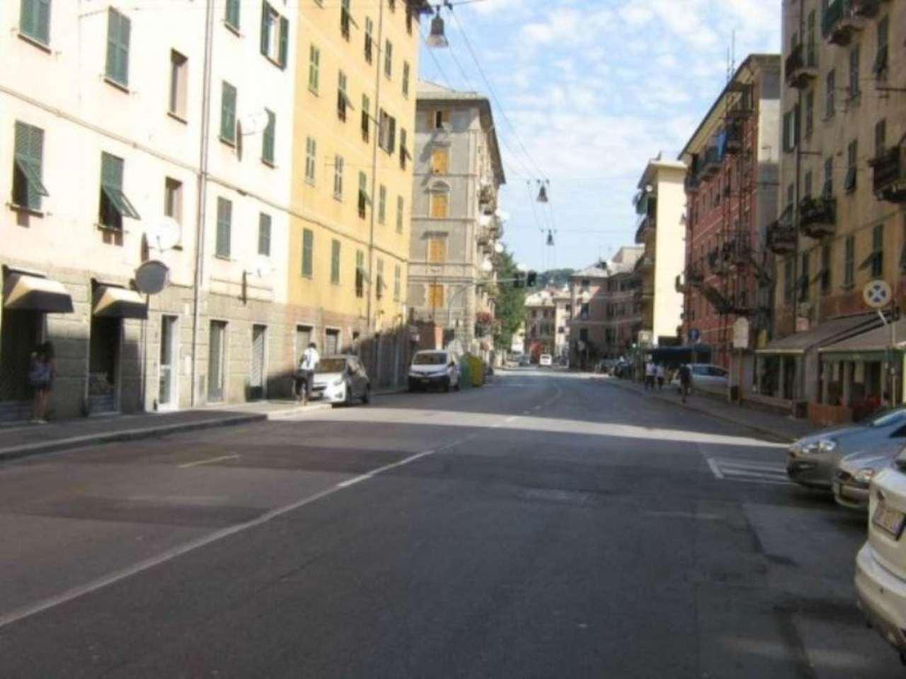 Bilocale Genova Via Rivarolo 10