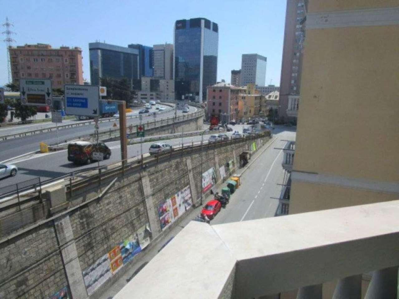 Bilocale Genova Via San Bartolomeo Del Fossato 11