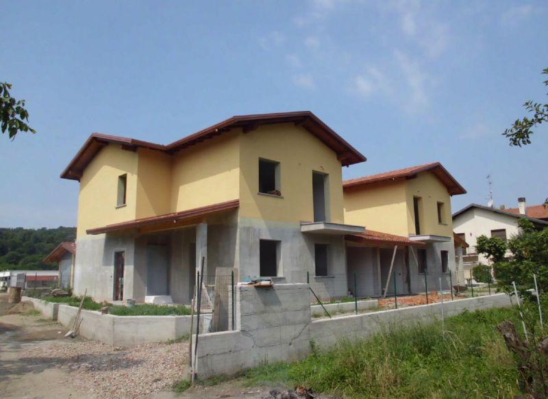 Villa Bifamiliare in Vendita a Cocquio-Trevisago