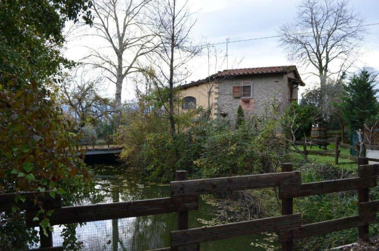 Rustico-casale Altro in Vendita a Castel Focognano