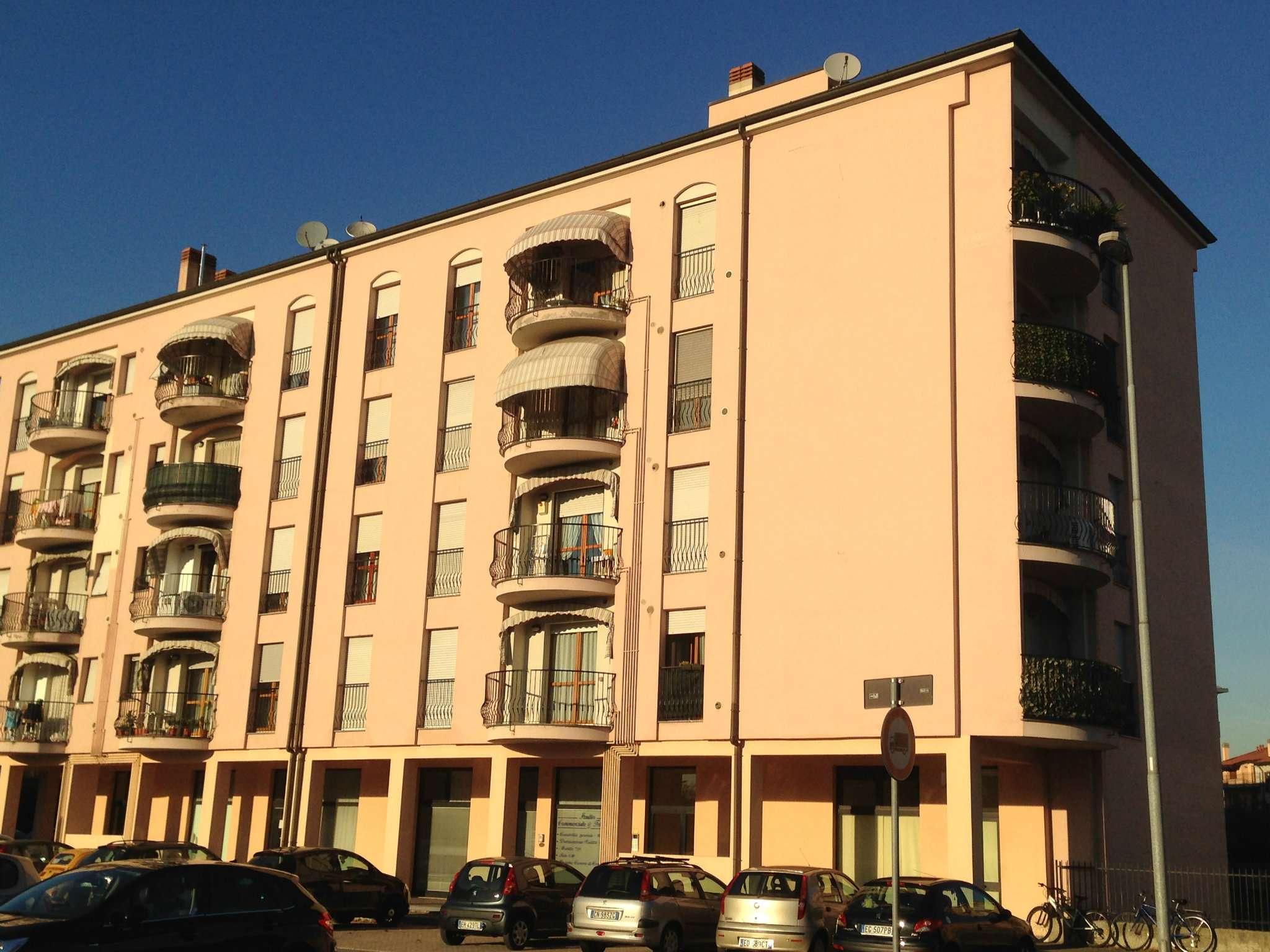 Negozio trilocale in vendita a Nova Milanese (MB)