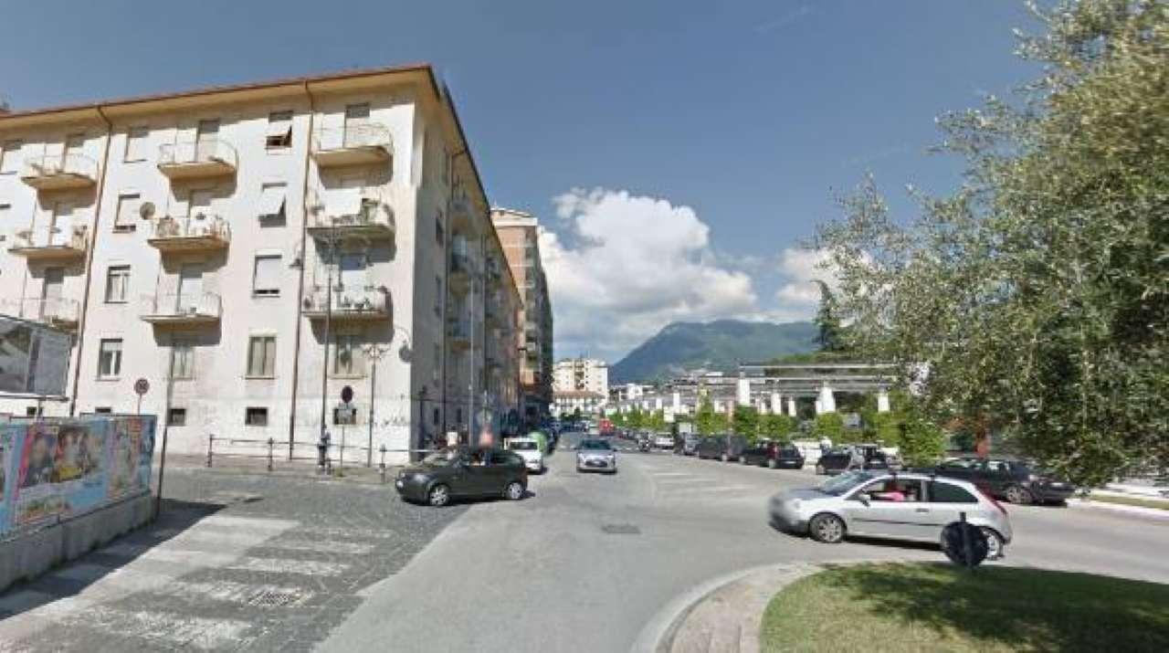 Negozio / Locale in affitto a Avellino, 1 locali, prezzo € 1.000 | CambioCasa.it