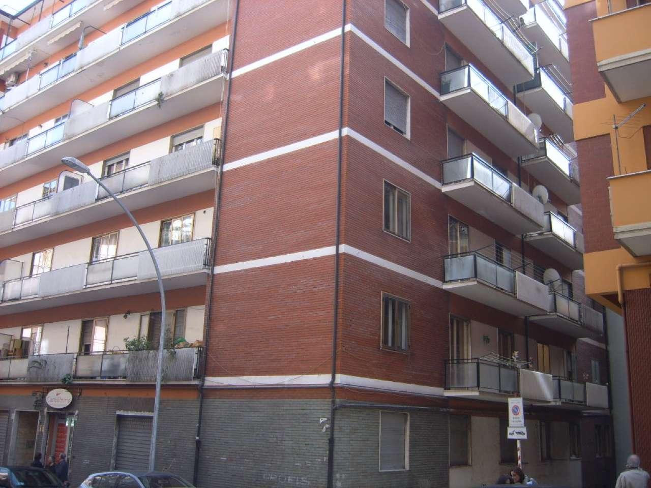 Negozio / Locale in affitto a Avellino, 1 locali, prezzo € 700 | Cambio Casa.it