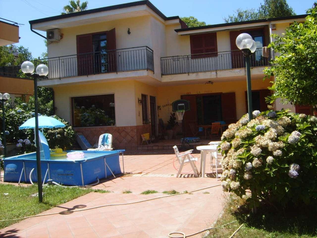 Villa in vendita a Marano di Napoli, 7 locali, prezzo € 450.000 | CambioCasa.it
