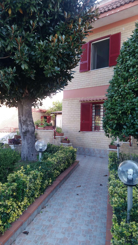 Villa Bifamiliare in vendita a Mugnano di Napoli, 7 locali, prezzo € 400.000 | CambioCasa.it