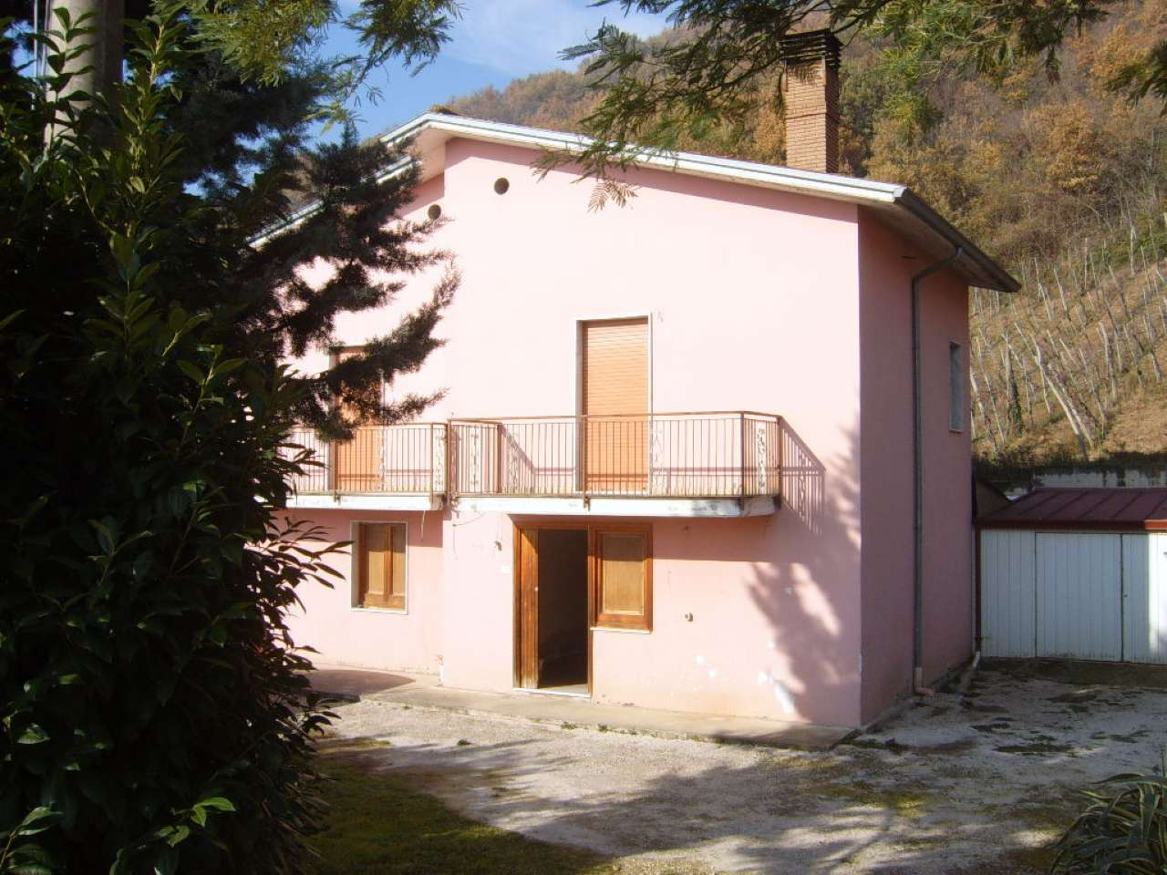 Casa indipendente trilocale in vendita a Torrioni (AV)