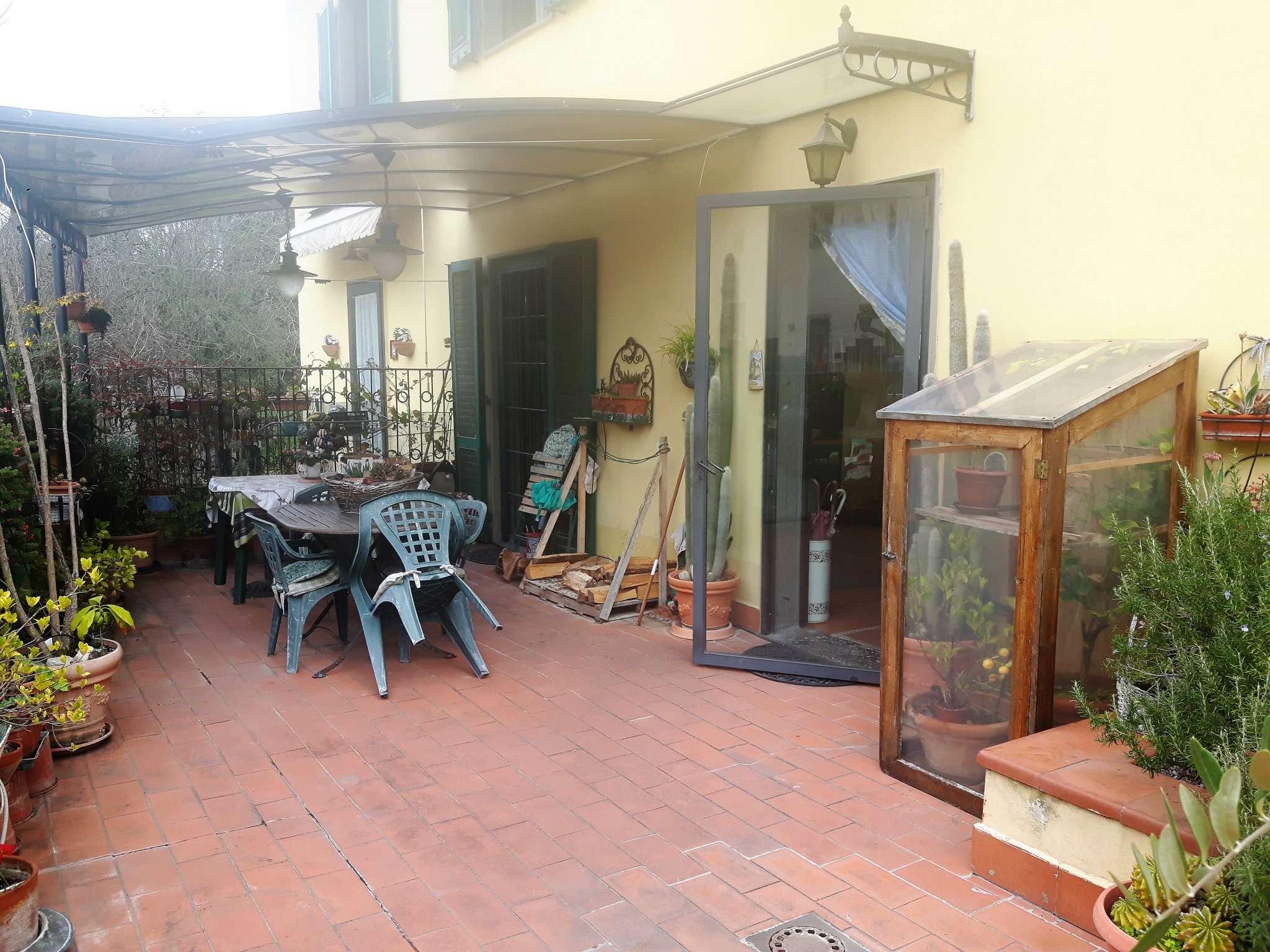 Palazzo / Stabile in vendita a Signa, 7 locali, prezzo € 320.000 | CambioCasa.it