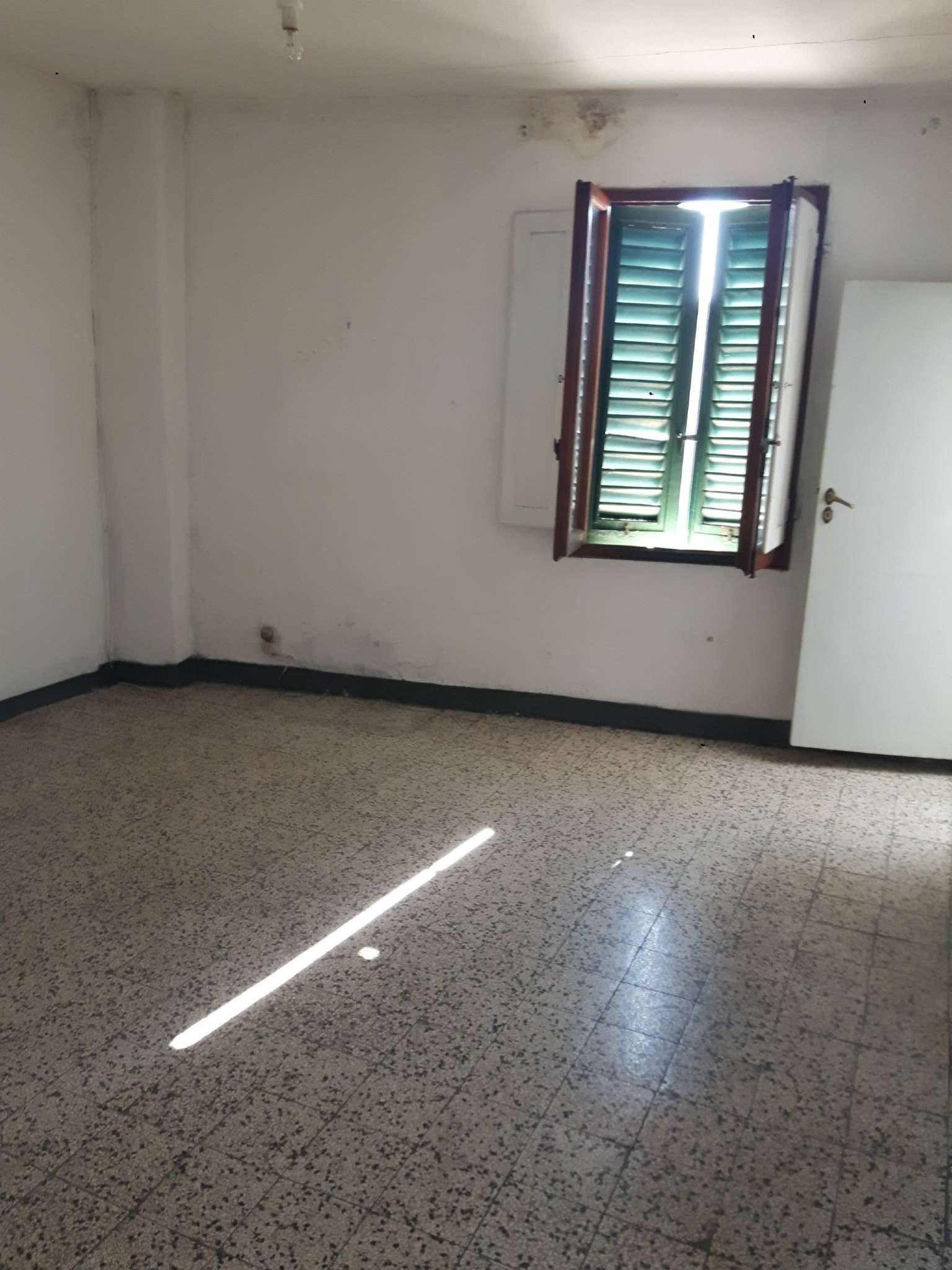 Palazzo / Stabile in vendita a Signa, 5 locali, prezzo € 85.000 | CambioCasa.it