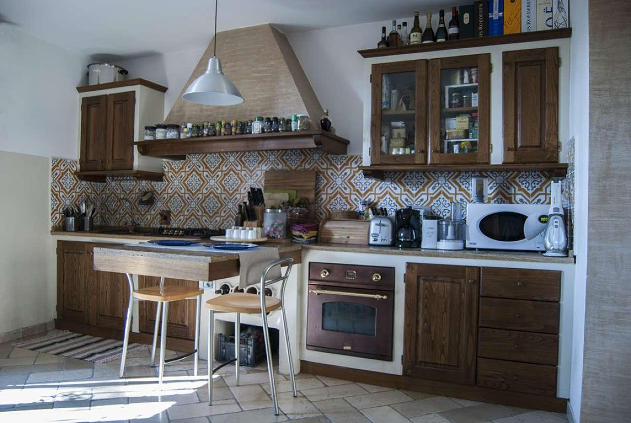 Palazzo / Stabile in vendita a Impruneta, 5 locali, prezzo € 380.000   CambioCasa.it