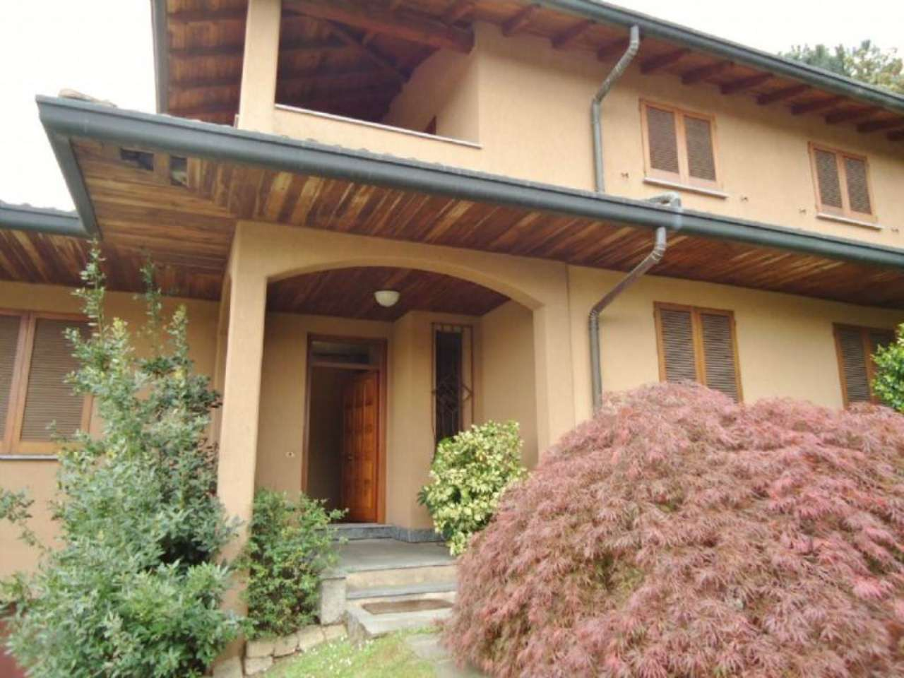 Villa Bifamiliare in Vendita a Buguggiate