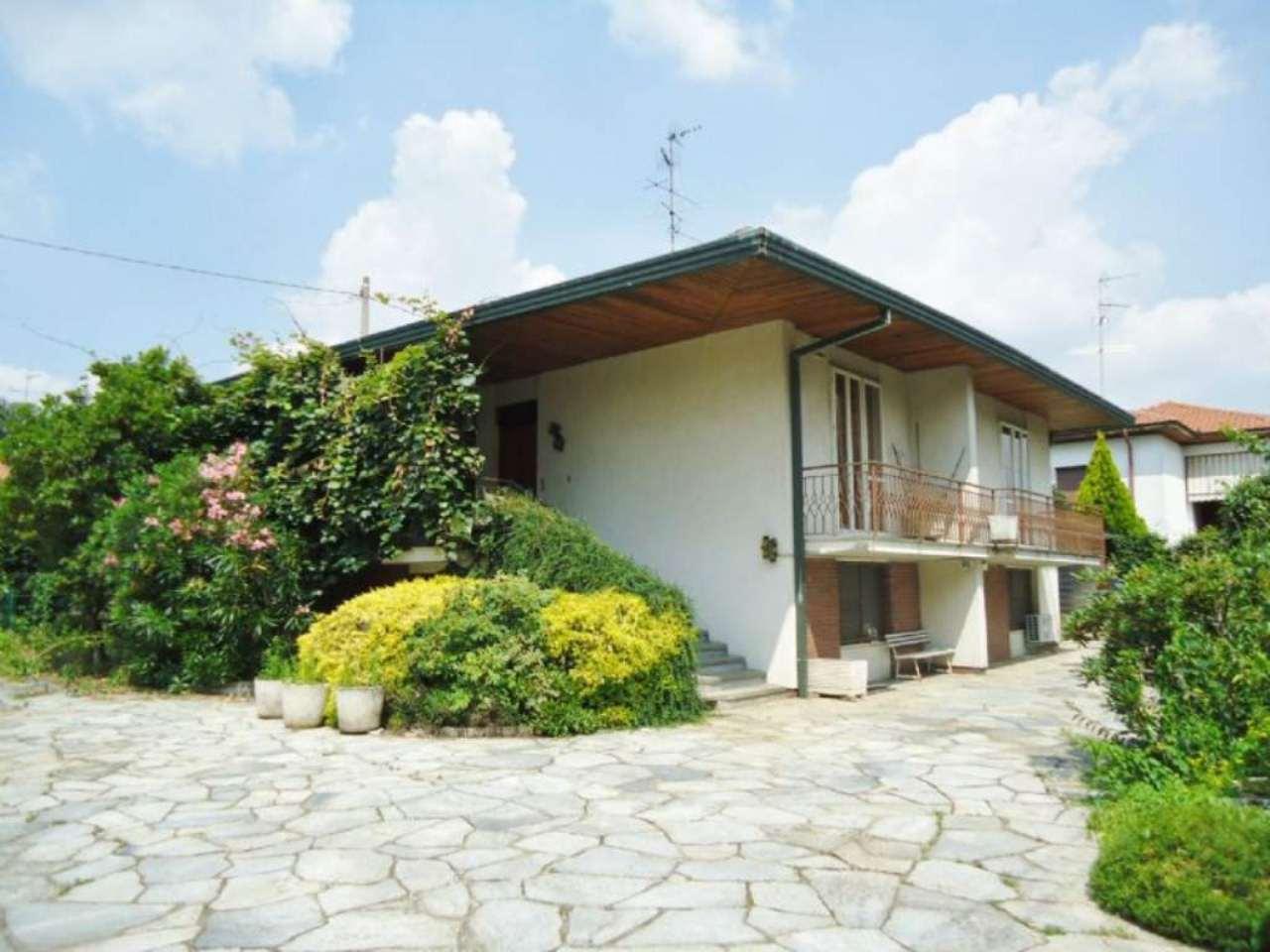 Villa in vendita a Cardano al Campo, 5 locali, prezzo € 250.000 | Cambio Casa.it