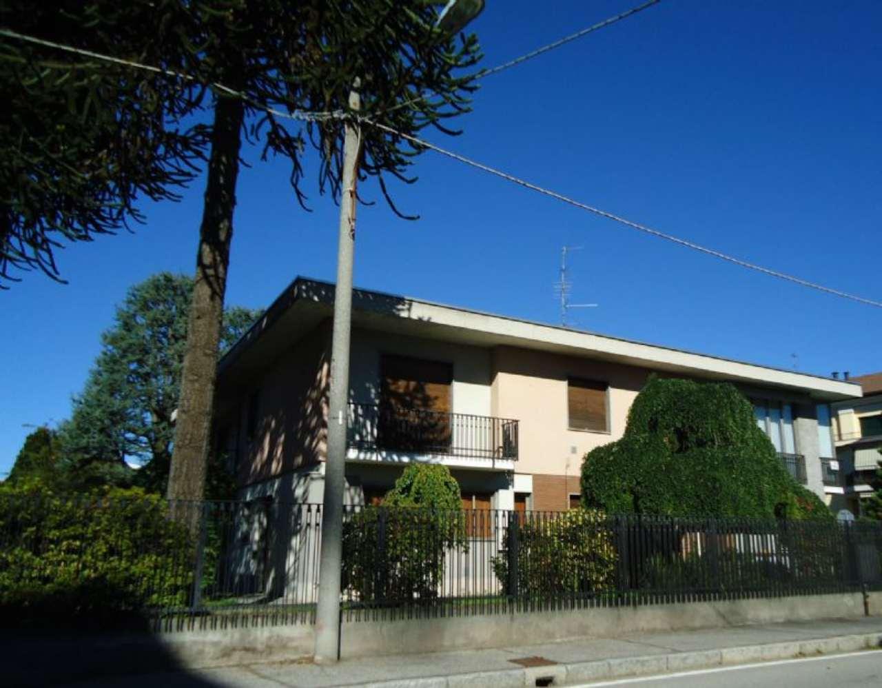 Soluzione Indipendente in vendita a Gallarate, 10 locali, prezzo € 420.000 | Cambio Casa.it