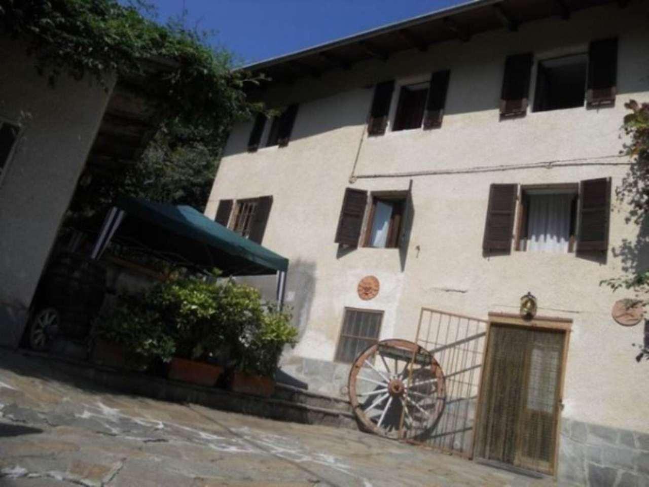 Foto 1 di Casa indipendente Vaie