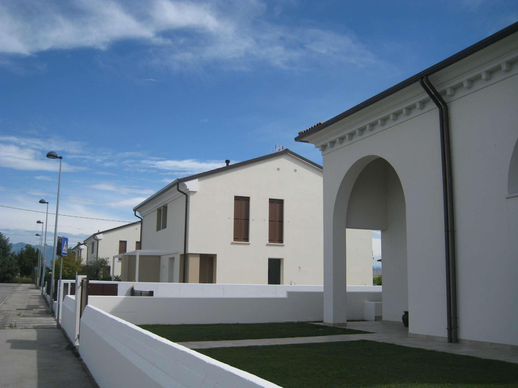 Villa Bifamiliare in Vendita a Castelfranco Veneto