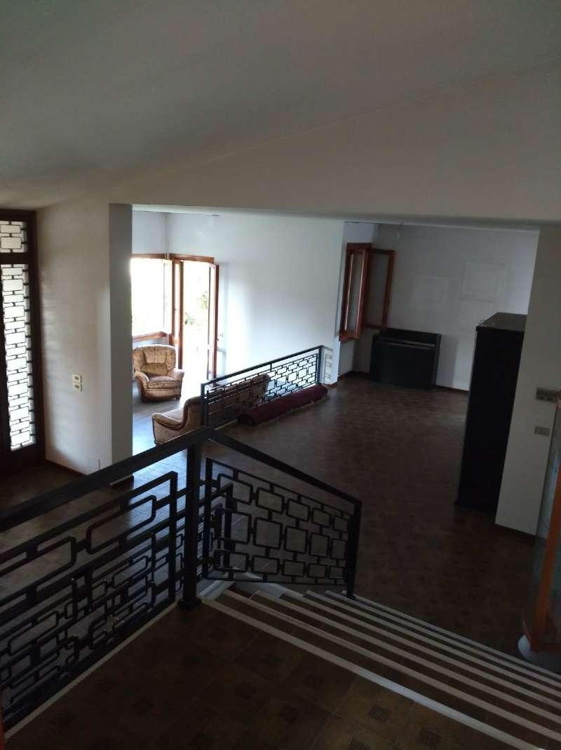 Villa in vendita a Resana, 7 locali, prezzo € 185.000 | CambioCasa.it