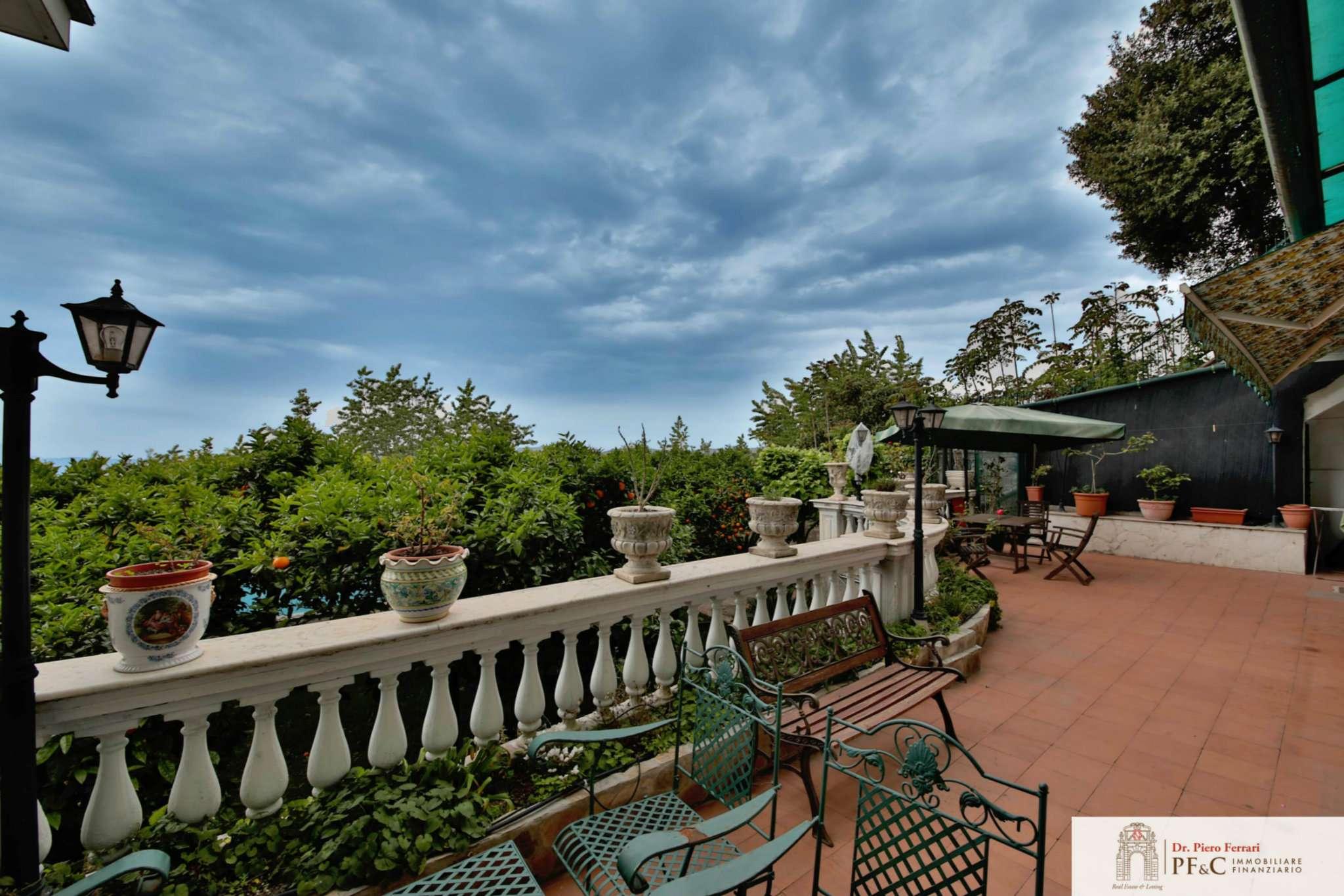 Appartamento panoramico di charme con piscina e giardino panoramico.