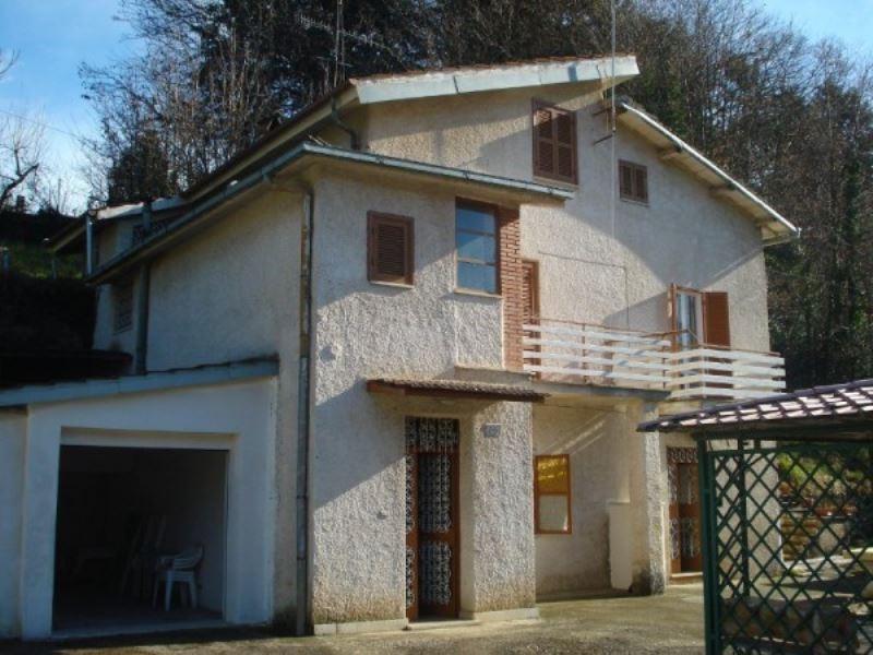 Villa in vendita a Cave, 6 locali, prezzo € 169.000 | Cambio Casa.it