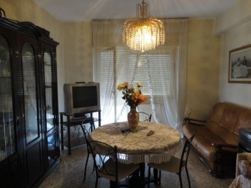 Appartamento in vendita a Genazzano, 6 locali, prezzo € 135.000 | CambioCasa.it
