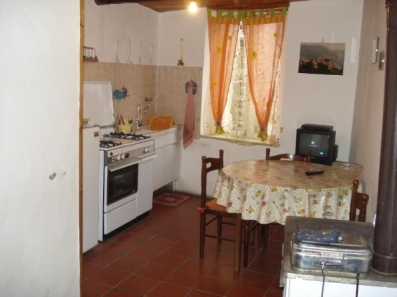 Appartamento in vendita a San Vito Romano, 5 locali, prezzo € 56.000 | CambioCasa.it