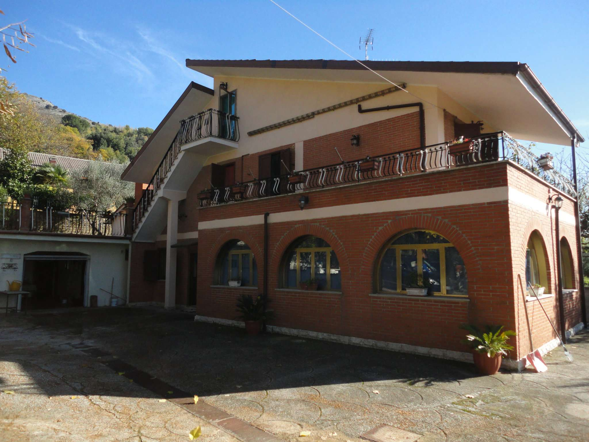 Soluzione Indipendente in vendita a Cave, 7 locali, prezzo € 250.000 | Cambio Casa.it