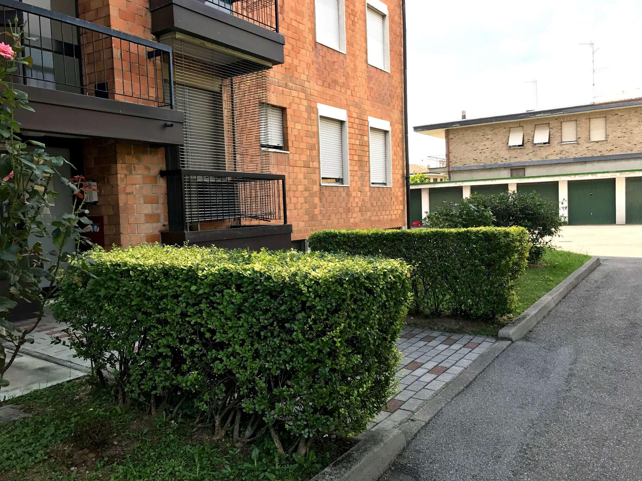 Appartamento in Vendita a Meda: 3 locali, 110 mq