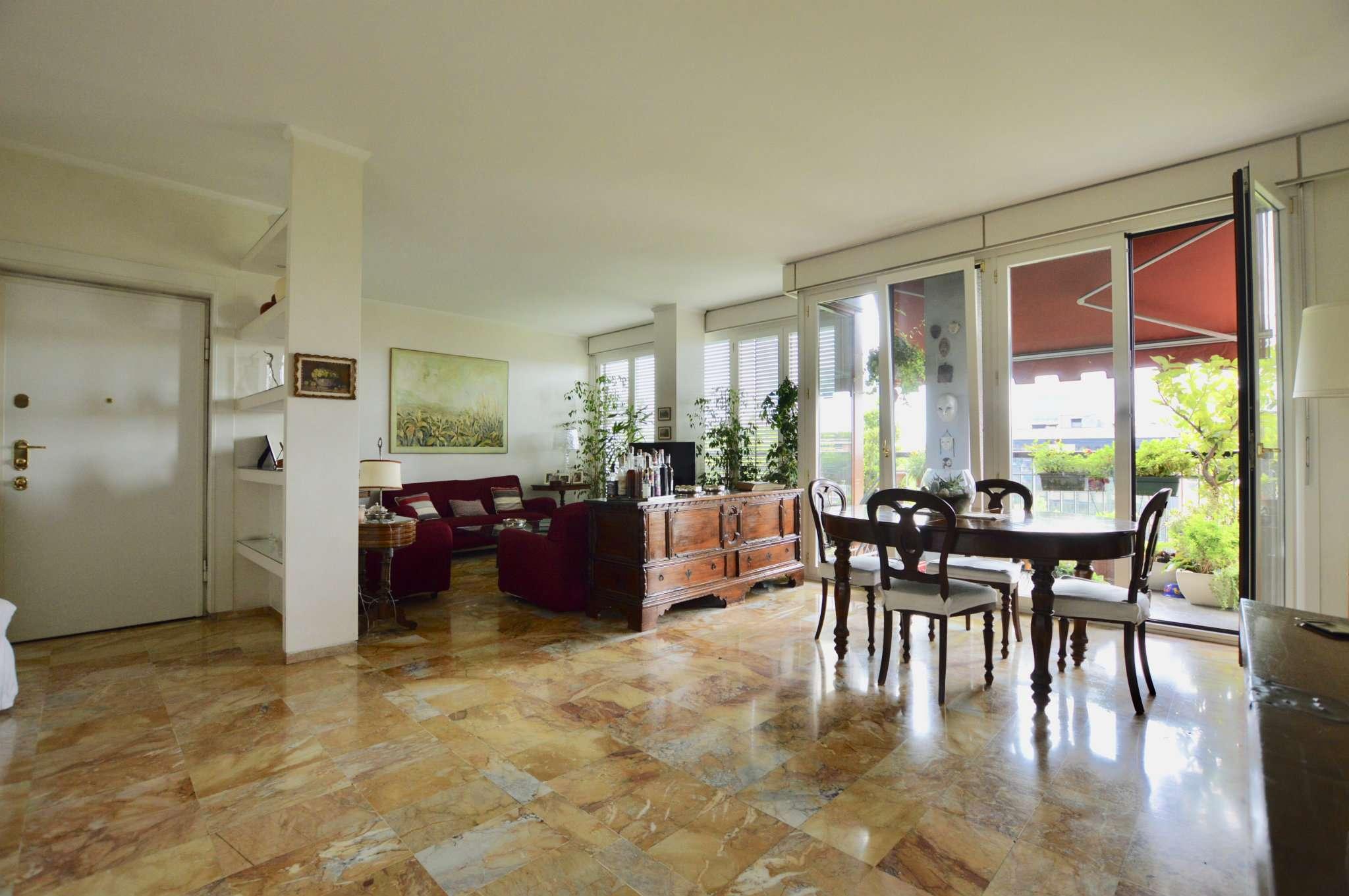 Appartamento in Vendita a Milano 17 Marghera / Wagner / Fiera: 4 locali, 170 mq