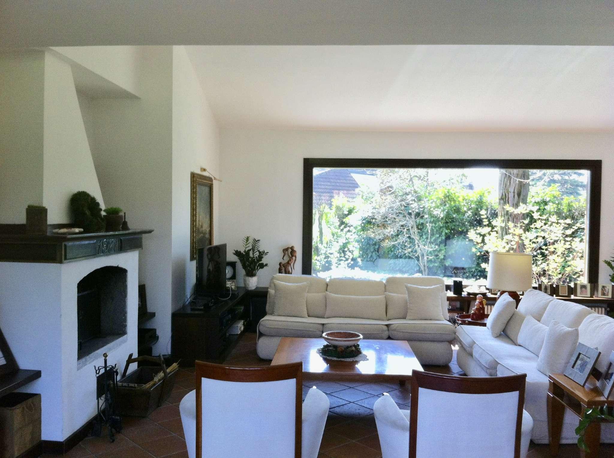 Villa in Vendita a Carimate: 5 locali, 385 mq