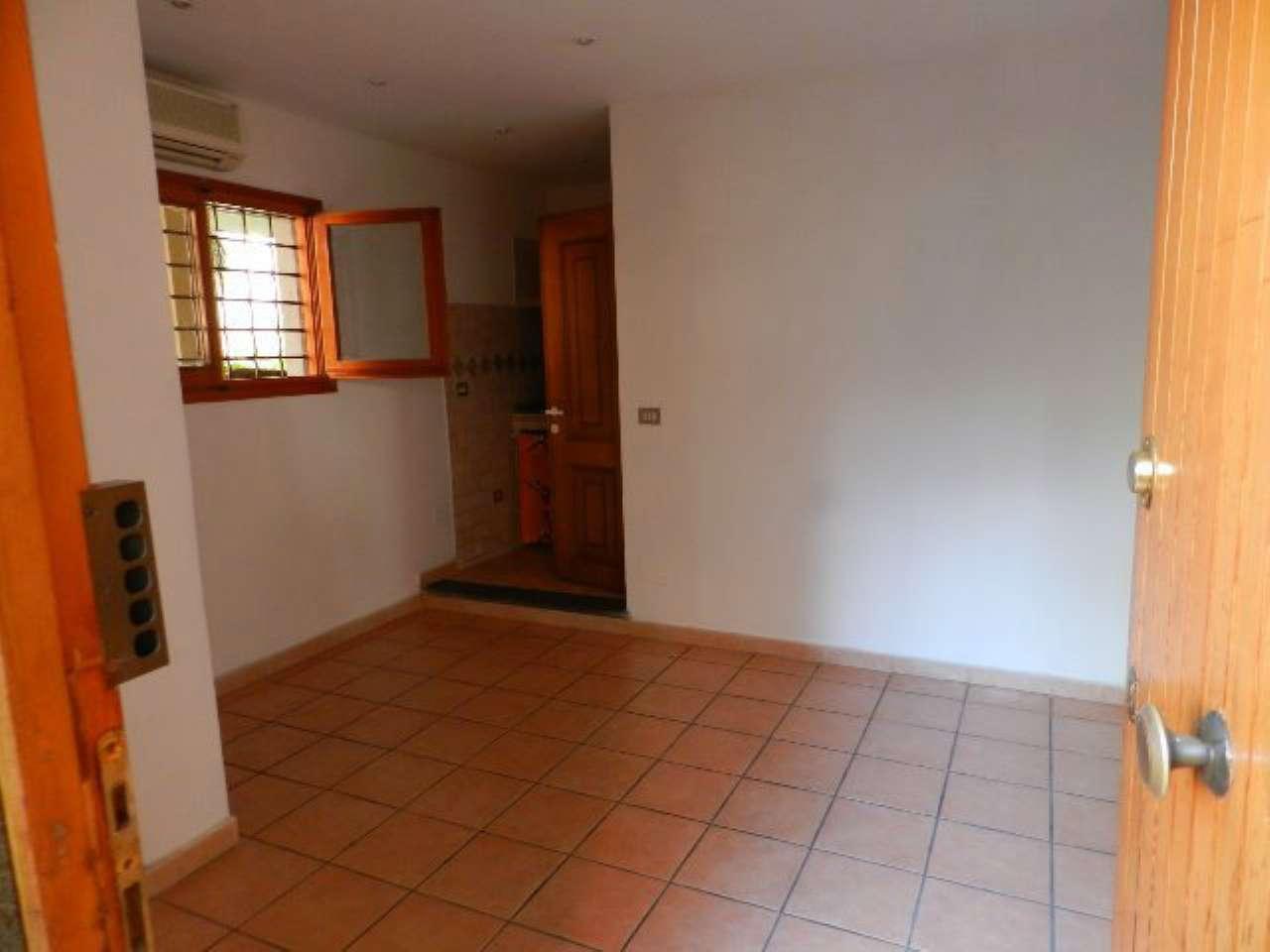 Loft / Openspace in affitto a Roma, 9999 locali, zona Zona: 42 . Cassia - Olgiata, prezzo € 400 | Cambio Casa.it