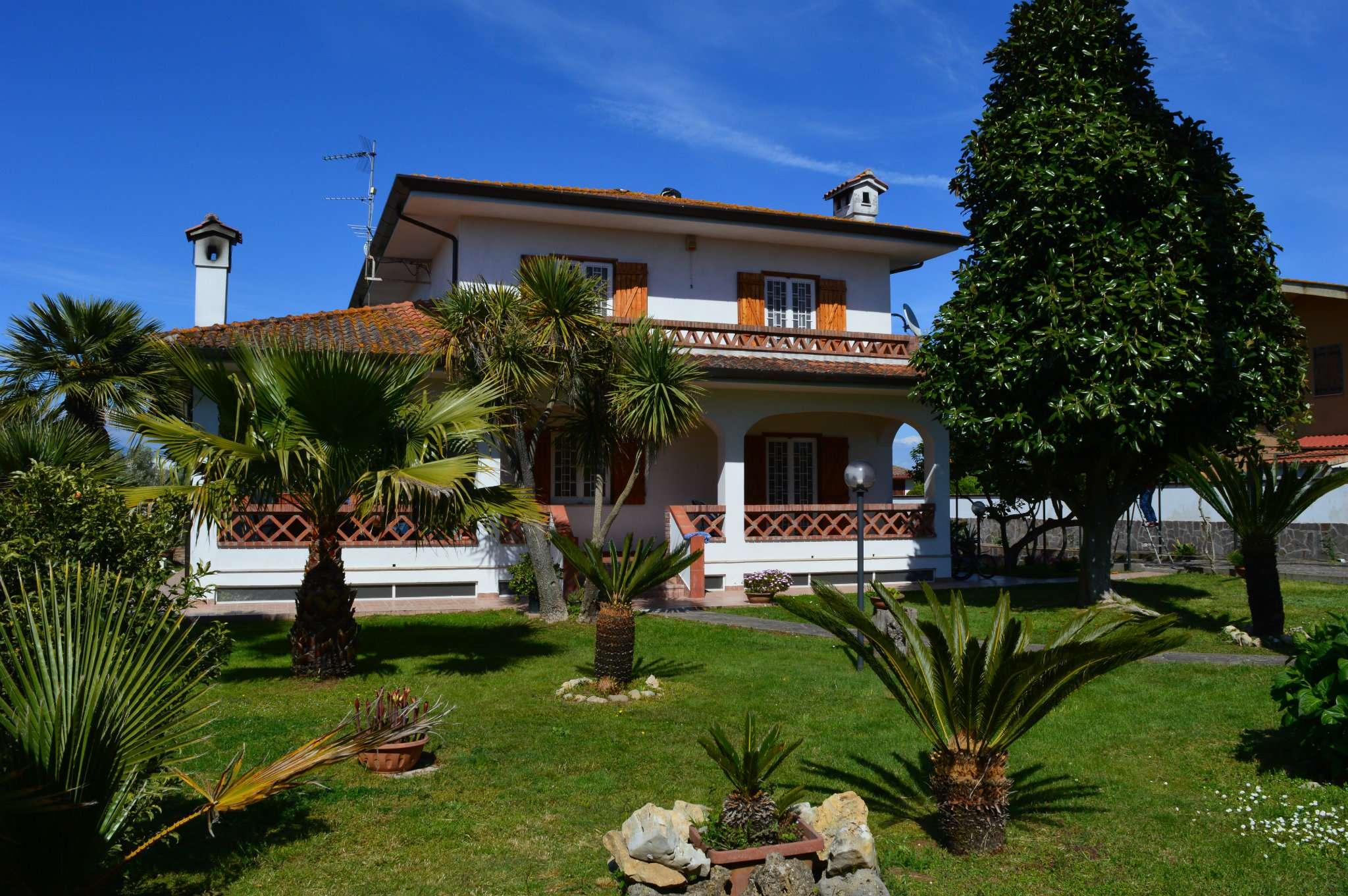 Villa in vendita a Sabaudia, 6 locali, prezzo € 550.000 | CambioCasa.it