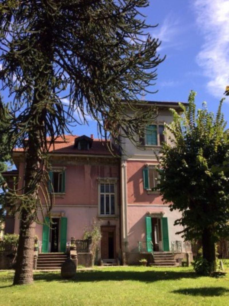 Villa in vendita a Malnate, 6 locali, prezzo € 790.000 | Cambio Casa.it