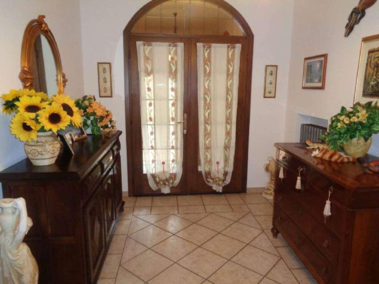 Appartamento in vendita a Vedano Olona, 3 locali, prezzo € 315.000 | Cambio Casa.it