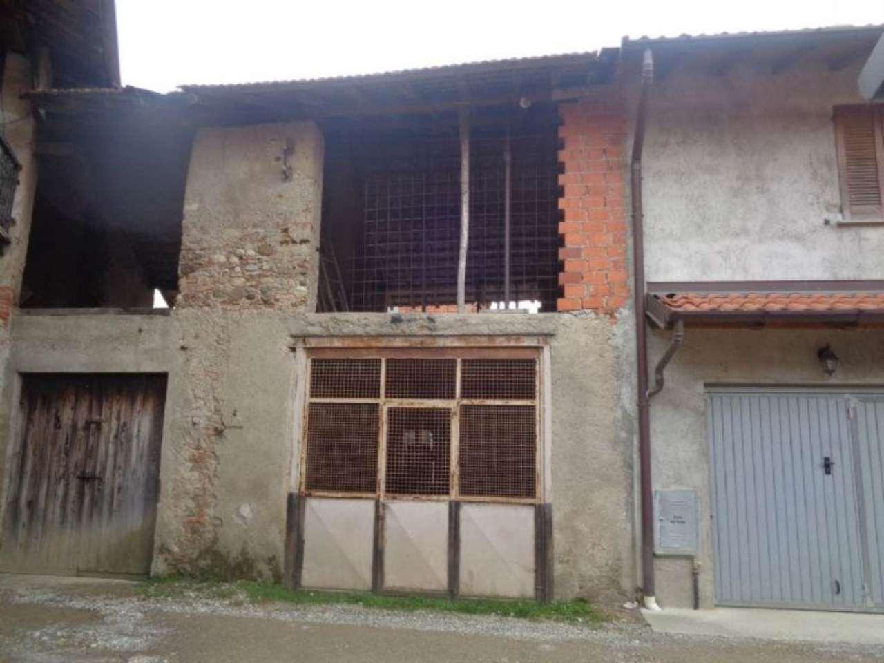 Rustico / Casale in vendita a Malnate, 3 locali, prezzo € 39.000 | CambioCasa.it
