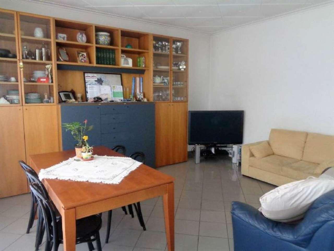 Soluzione Indipendente in vendita a Cantello, 4 locali, prezzo € 310.000 | Cambio Casa.it