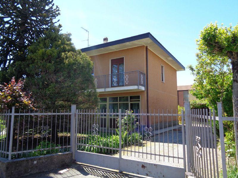 Soluzione Indipendente in vendita a Venegono Superiore, 4 locali, prezzo € 269.000 | Cambio Casa.it
