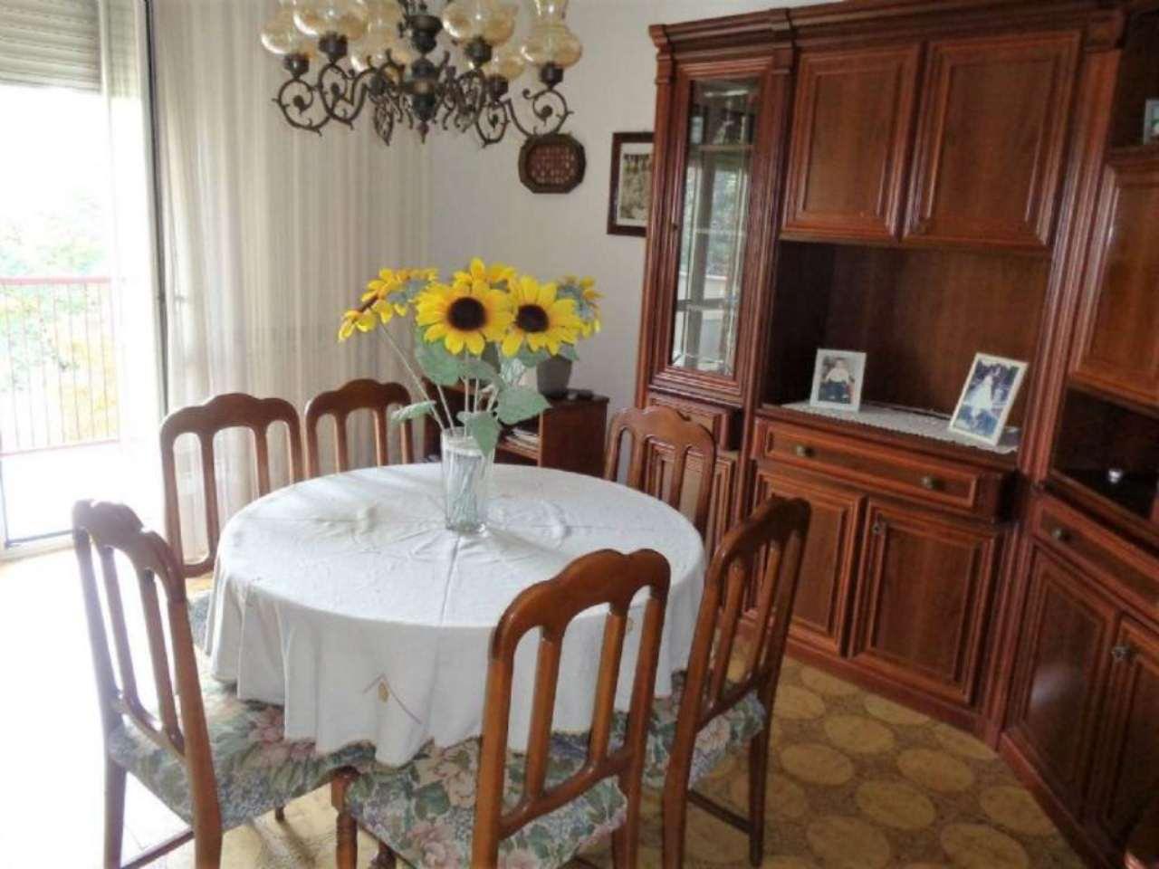 Appartamento in vendita a Vedano Olona, 3 locali, prezzo € 129.000 | Cambio Casa.it