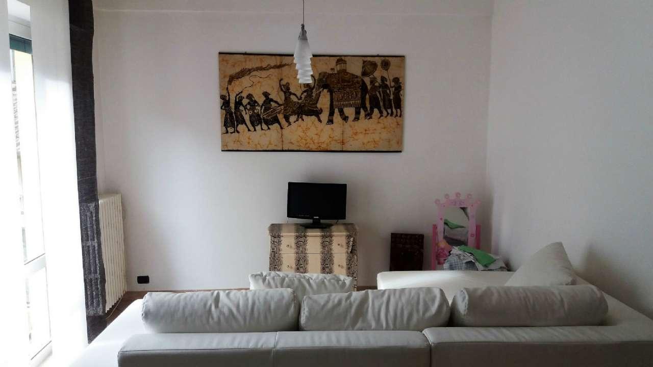 Appartamento in vendita a Porto Ceresio, 3 locali, prezzo € 89.000 | CambioCasa.it