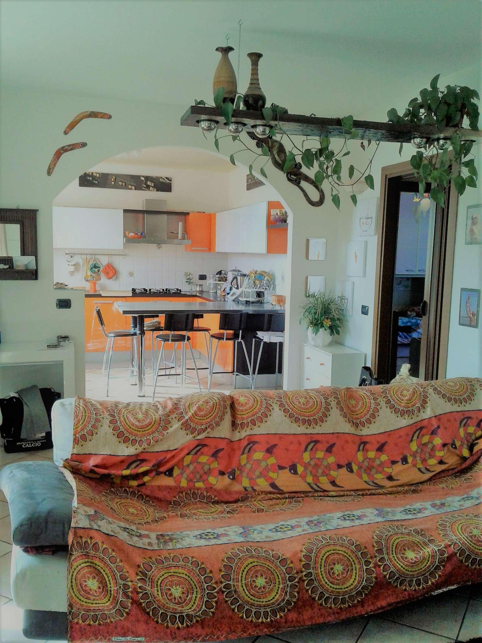 Appartamento in vendita a Malnate, 3 locali, prezzo € 215.000 | CambioCasa.it