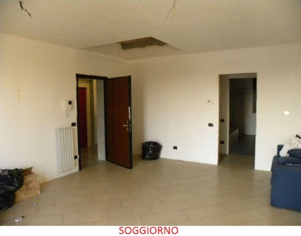 Appartamento in Vendita a Lazzate