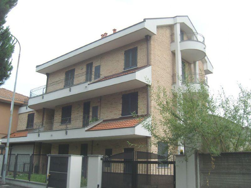 Appartamento in vendita a Desio, 3 locali, prezzo € 300.000   Cambio Casa.it