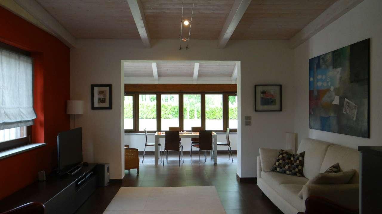 Soluzione Indipendente in vendita a Chieri, 8 locali, prezzo € 595.000 | Cambio Casa.it