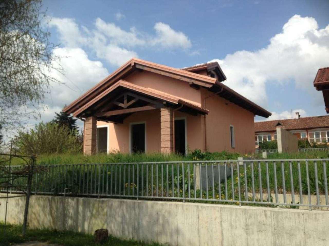 Villa in vendita a Asti, 8 locali, prezzo € 450.000   Cambio Casa.it