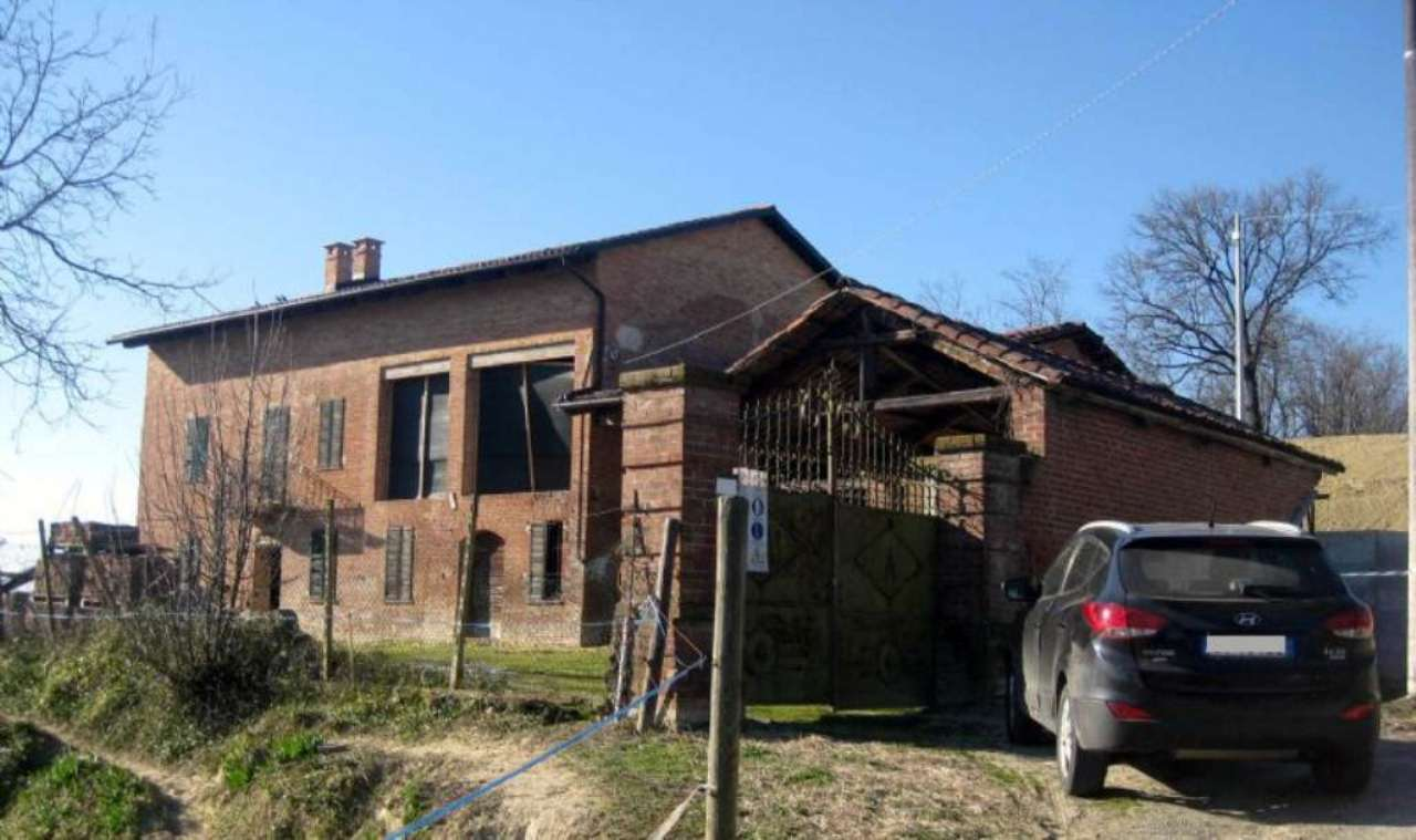 Rustico / Casale in vendita a Montiglio Monferrato, 10 locali, prezzo € 300.000   Cambio Casa.it