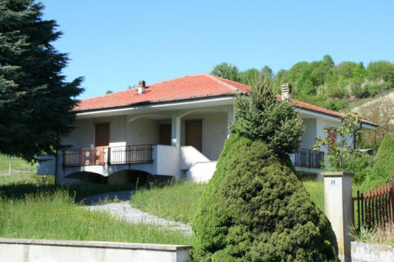 Villa in vendita a Montechiaro d'Asti, 8 locali, prezzo € 160.000   Cambio Casa.it