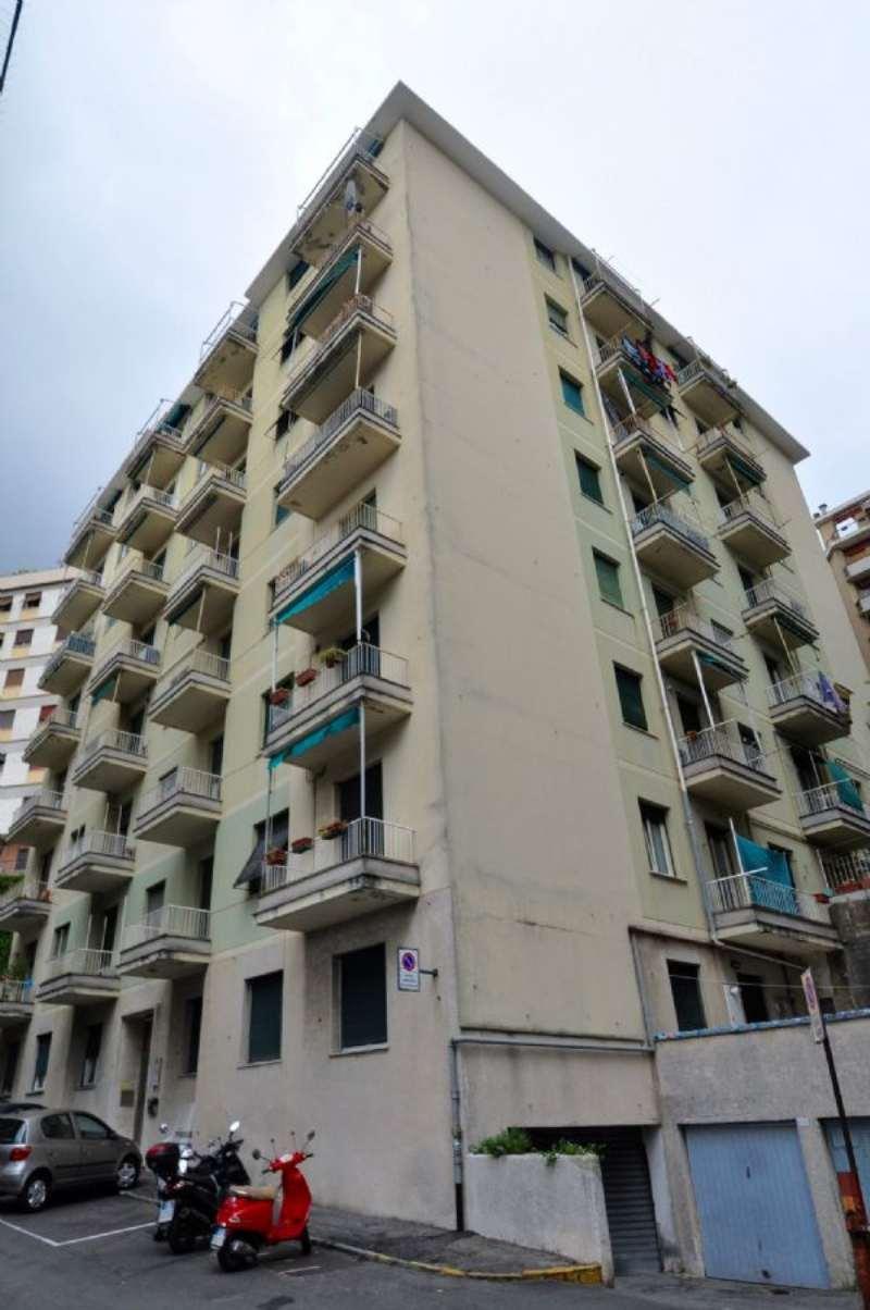 Appartamento in vendita a Genova, 4 locali, prezzo € 98.000   Cambio Casa.it
